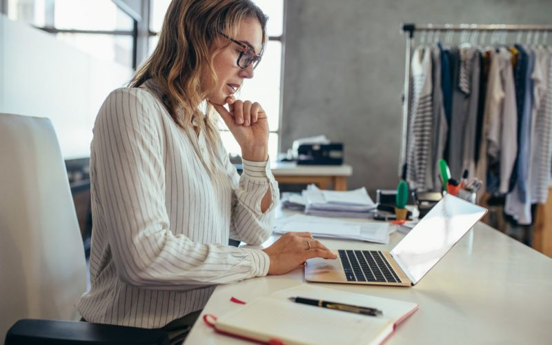 Transactional costs evaluated by business woman